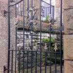 Burry side gate